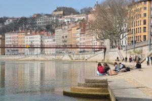 Lyon est traversée par le Rhône et la Saône.