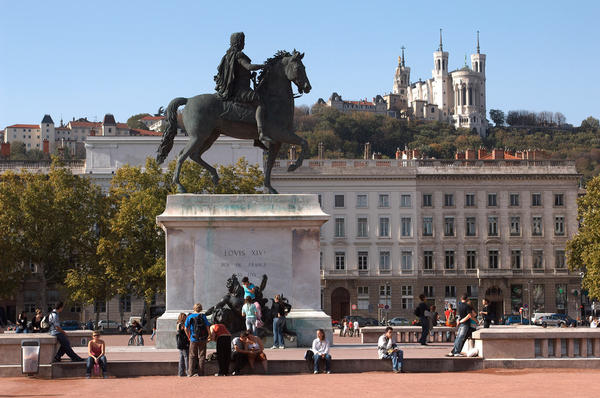 Place Bellecour - Source : www.lyon-france.com